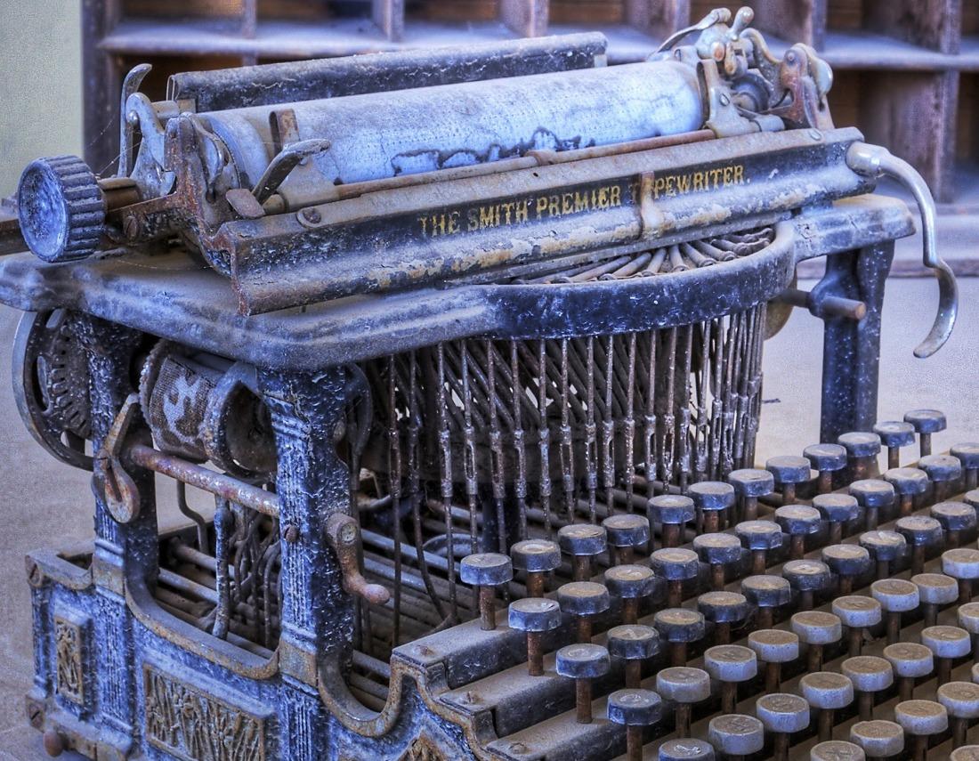 typewriter-1007298_1920